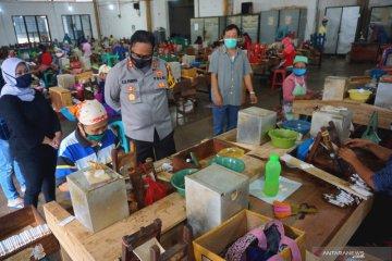 Aktivitas produksi pabrik rokok di Tulungagung