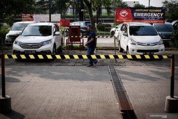 Jaga jarak antar mobil di area parkir