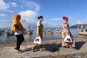 Bantuan Nelayan Terdampak Cuaca Buruk