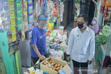 "Wali Kota Bogor bagikan ""face shield"" ke pedagang Pasar Sukasari"