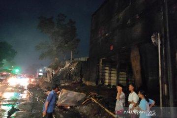 Gudang ban di Kudus yang terbakar baru padam setelah 11 jam
