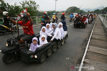 Enam penumpang Vespa modifikasi jadi korban tabrak lari di BKT