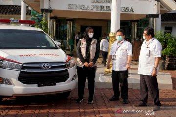 Toyota Indonesia serahkan Kijang Innova Ambulans untuk Karawang