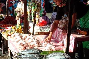Harga berbagai ikan segar di pasar Ambon turun