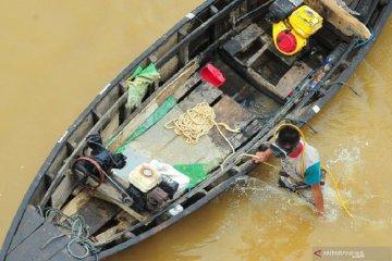 Pencari emas di Sungai Batanghari