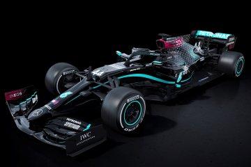 Mercedes tampil dengan livery hitam musim ini untuk lawan rasisme