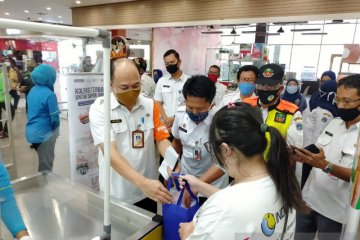Pemkot Jakbar temukan warga baru mengetahui larangan kantong plastik