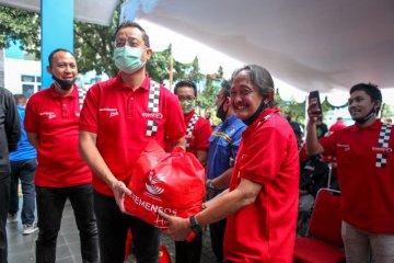 Di Bandung, Mensos serahkan 1.000 paket sembako untuk pekerja sektor otomotif