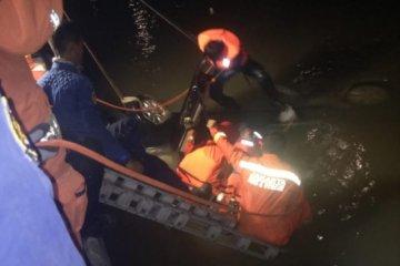 Jenazah penumpang minibus terjun di Kalimalang ditemukan
