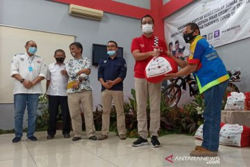 Mensos serahkan bantuan untuk pekerja otomotif terdampak COVID-19