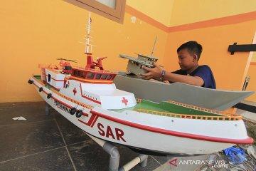 Kerajinan miniatur kapal