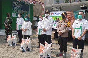 Bupati Bogor bagikan bansos beras 6.000 ton tahap dua