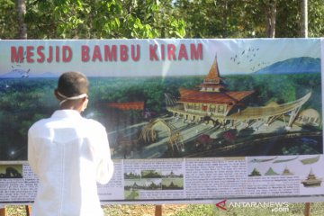 Pembangunan Masjid Bambu Desa Kiram
