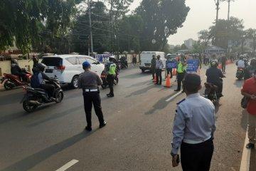 PMJ dan Dishub DKI operasi yustisi PSBB total di Pasar Jumat