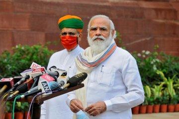 Perdana Menteri India terima suntikan vaksin COVID-19 produksi dalam negeri