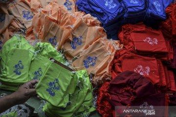 Produksi celana dari limbah tekstil