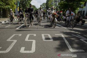 Komunitas sepeda onthel peringati HUT Bandung