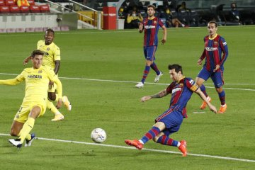 Lionel Messi mencetak gol saat Ronald Koeman awali era baru di Barcelona