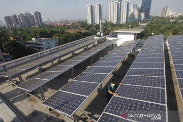 Jakpus pasang 16 panel surya untuk kurangi emisi gas karbon