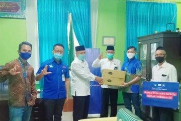 XL salurkan 500.000 paket internet gratis pelajar madrasah di Jawa Barat
