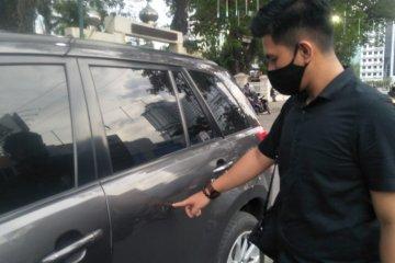 Pendemo rusak sejumlah kendaraan dinas Polda Sumut