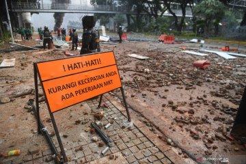 Gulkarmat DKI kerahkan 12 unit kendaraan untuk bersihkan jalan Jakarta