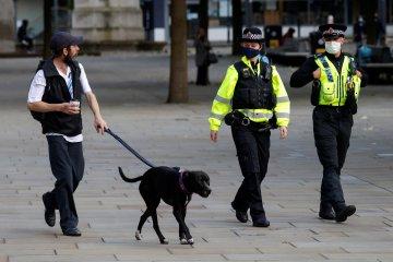 Inggris pertimbangkan terapkan penguncian nasional baru
