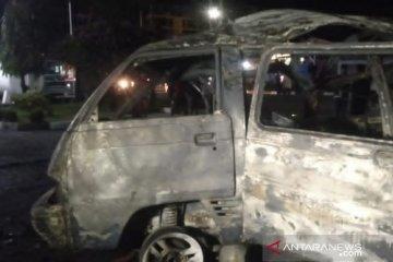 Minibus bermuatan gas terbakar di SPBU di Jalan Cianjur-Sukabumi