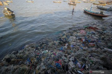 Sampah di Pantai Kenjeran