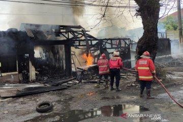 Damkar Cianjur menduga kebakaran delapan kios akibat arus pendek listrik