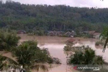 BPBD Cianjur imbau warga bantaran sungai bersiap mengungsi saat hujan