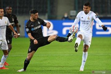 Real Madrid main imbang dengan Gladabch