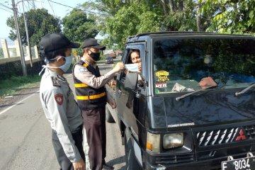 Polri dan TNI tingkatkan kesadaran warga terapkan protokol kesehatan di Citamiang Sukabumi