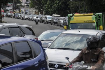 Kemacetan menuju kawasan wisata Lembang
