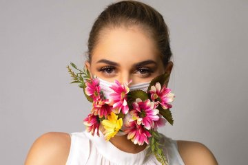 Mengoleskan minyak kayu putih di masker, bermanfaatkah?