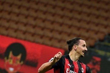 Zlatan Ibrahimovic terancam absen setelah mengalami masalah otot