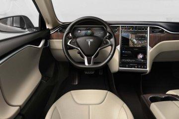 Tesla perbaiki layar sentuh bermasalah di Model S dan X