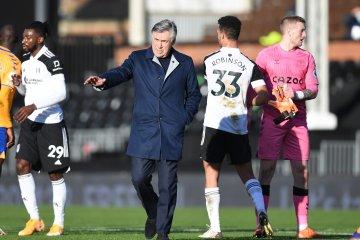 Ancelotti menyatakan timnya harus menambal pertahanannya yang kerap bocor