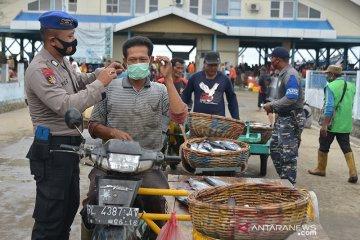 Penegakkan disiplin protokol kesehatan di pelelangan ikan