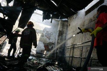 Kebakaran gudang suku cadang kendaraan di Tulungagung