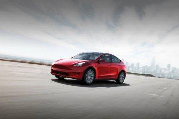 """Tesla """"recall"""" 9.500 kendaraan akibat baut salah pasang"""