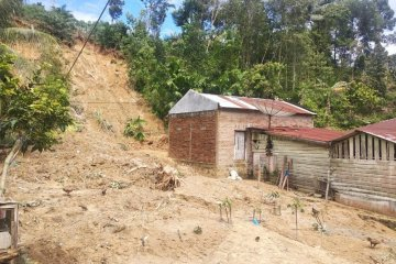 Longsor timbun 42 rumah di Simalungun