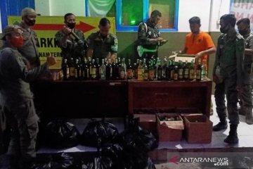 Satpol PP Cianjur sita ratusan kantong miras oplosan dan ratusan obat terlarang