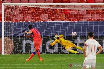 Olivier Giroud borong empat gol saat Chelsea cukur Sevilla