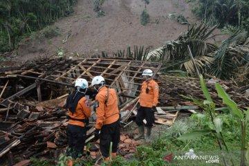 Bencana longsor terus terjadi di Garut rusak dan ancam puluhan rumah