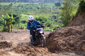 "Suzuki Nex Crossover opsi baru skutik untuk petualang ""main tanah"""