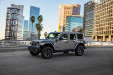 Jeep Wrangler 4xe raih penghargaan AutoTech