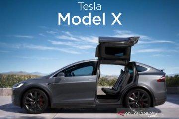 Polisi Korsel selidiki Tesla Model X seruduk tembok lalu terbakar