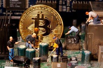 "Elon Musk sebut bitcoin ""di ambang"" untuk diterima luas oleh investor"