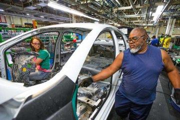 GM perpanjang pemangkasan produksi karena kelangkaan chip